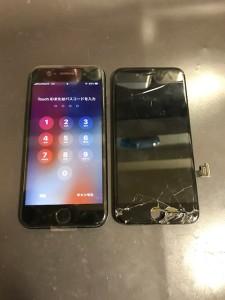 画面下部のパネルが剥がれたiPhone7