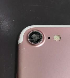 カメラレンズの割れたiPhone7