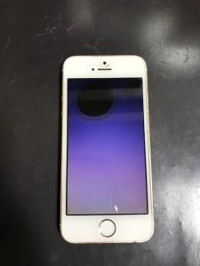 黒い液が漏れたiPhoneSE