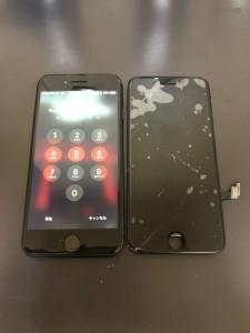 割れた画面とiPhone8