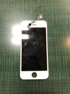 画面上部のガラスが剥がれているiPhone5sの画面