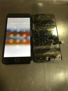 修理完了後のiPhone7+と全体が割れたiPhone7+の画面