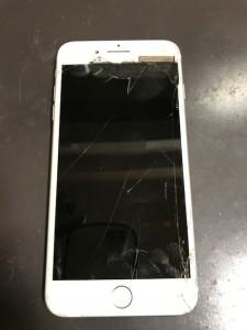 破損したiPhone7Plus