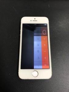 左半分が映らず右半分も暗くなっているiPhone5s