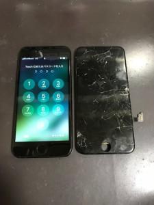 画面全体が割れている画面と修理後のiPhone7