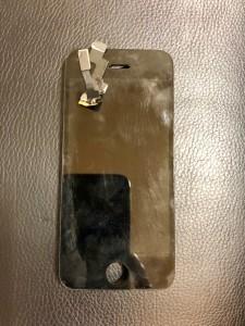 コネクタが千切れてしまったiPhone5sの画面