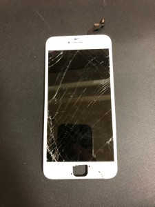 ホームボタン周辺のガラスが剥がれたiPhone6s+の画面