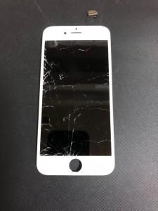 全体が割れているiPhone6の画面