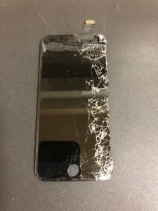 右側が割れているiPhone6の画面