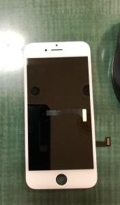 コネクターが千切れてしまったiPhone7画面