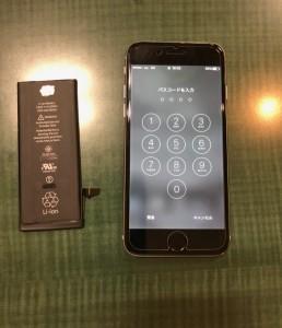交換したバッテリーと交換後のiPhone6