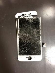 割れてバキバキになったiPhone7の画面