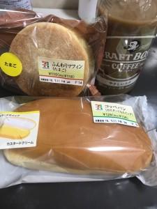 セブンイレブンのパンとアイスコーヒー