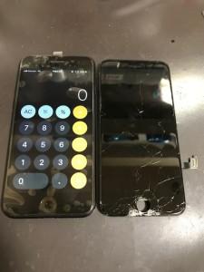 ホームボタン付近が破損したiPhone7
