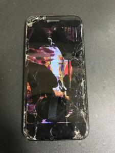 黒い液が漏れたiPhone7