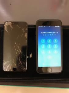 全体が割れている画面と修理後のiPhone7