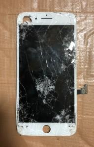 車に轢かれたiPhone7Plusの画面