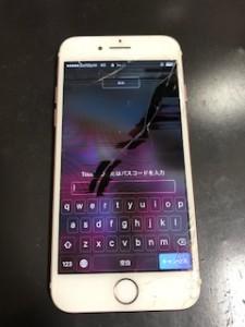 液晶の亀裂から黒い液が漏れたiPhone7