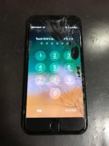 黒い液が漏れだしたiPhone7