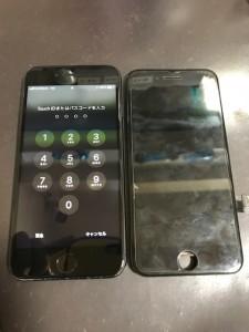 iPhone8と修理後のパネル