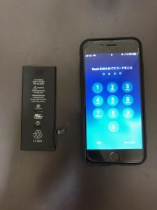 交換したバッテリーと修理後のiPhone6