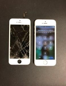 全体が割れ液晶漏れが始まっている画面と修理後のiPhoneSE