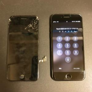 液晶漏れが起きて無数の線が出る画面と修理後のiPhone7